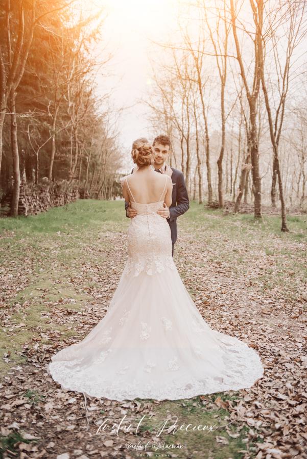 photos couple mariage en foret boheme